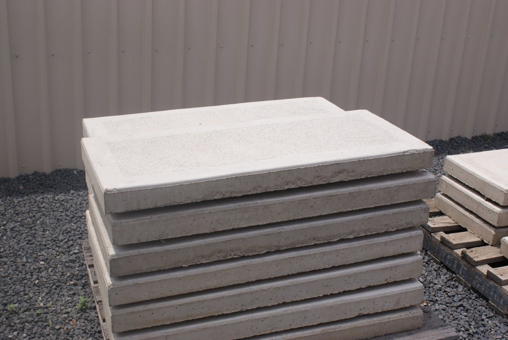 900mm X 450mm X 70mm Concrete Step